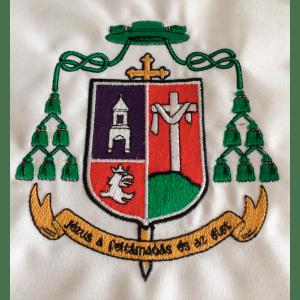 Hímzett egyházi címer