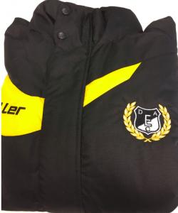 Kabát gépi hímzése egyesületnek
