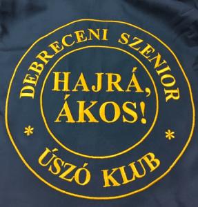 Sportegyesület hímzett logója fürdőköpenyen